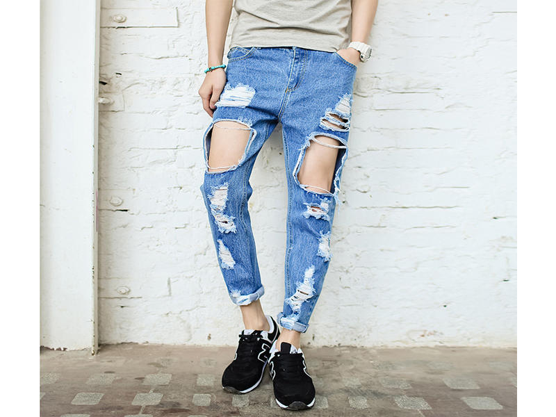 Fashion Style Of Ripped Jeans