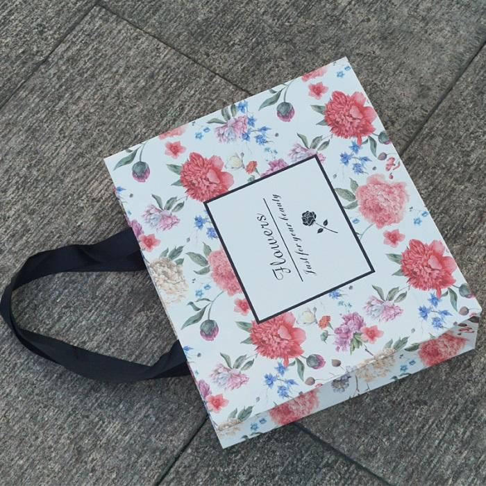 Full color printing own brand flower business gifts paper bag with handle