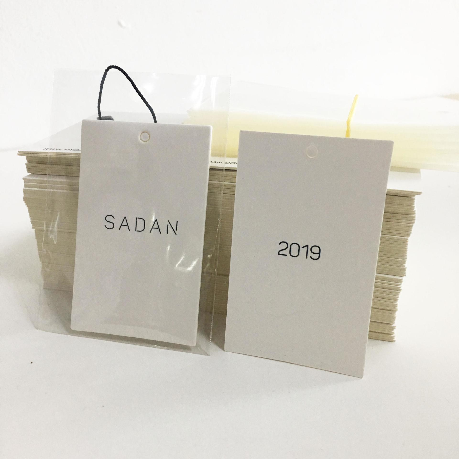 2019 New designs custom logo white hang tag with clear transparent plastic paper